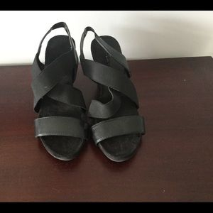 Shoes - ☕️☕️Chic Black Strappy Wedge Sandals☕️☕️